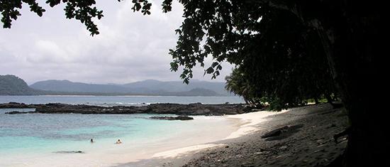 Beach scenery in São Tomé and Príncipe by Joao Maximo